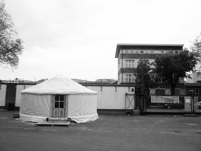http://passiveactivism.net/files/gimgs/th-45_24yurt-at-uferstudios-berlin_larsschmidtbw.jpg